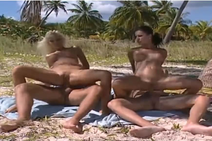 Retro porn - tropical foursome